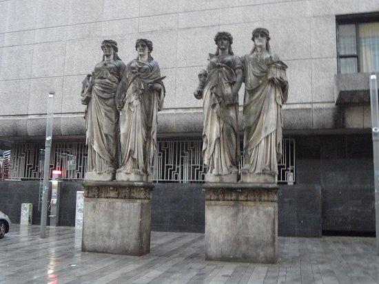 Vier Karyatiden