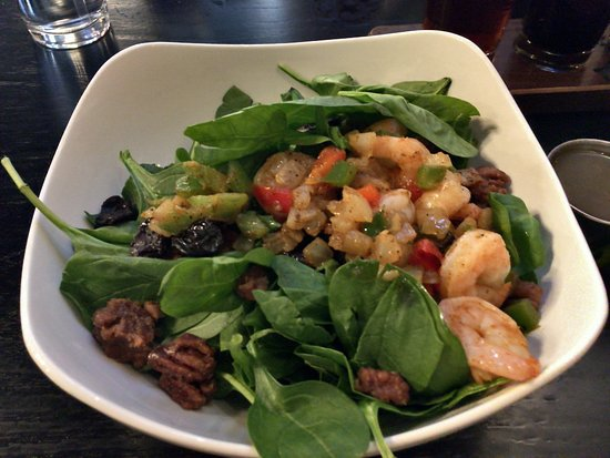 Ferguson, Миссури: shrimp and spinach salad