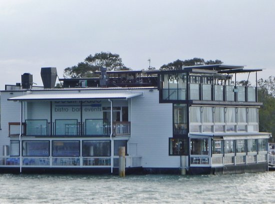 Ноосавилл, Австралия: Boathouse from ferry
