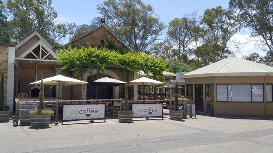 Lyndoch, Australia: 非常棒的酒莊跟餐廳,甜點也是甜而不膩 連戶外也很適合野餐,輕鬆悠閒的好地方