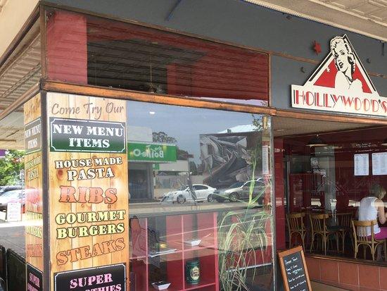 Benalla, Australia: St view Hollywood Cafe