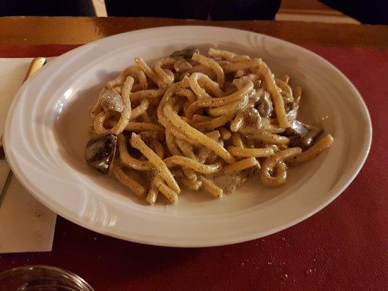 Falconara Marittima, Italia: Strozzapreti con i funghi