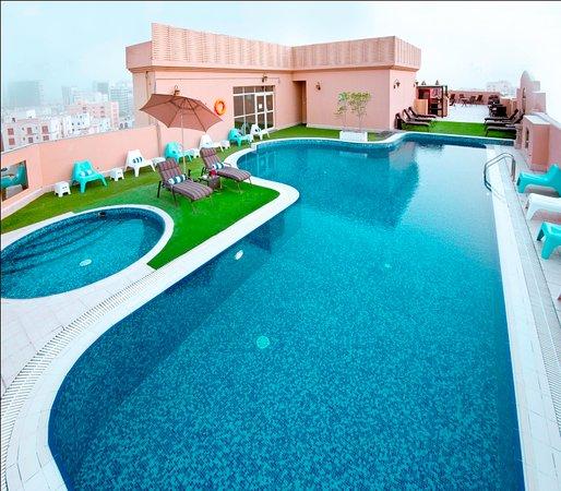 Corp Executive Hotel Doha Suites: Nice Swimming Pool!