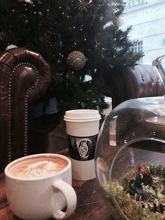Meaux, Francia: Ambiance Noël chez Lion's Coffee ! En plus c'est ouvert les dimanches en décembre !