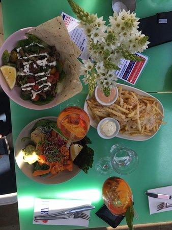 Woollahra, Australië: Sashimi and Lamb Salad just 2 of the sensational treats at Luxe