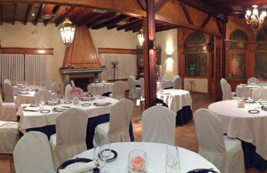 Uno De Los Salones Fotografia De Restaurante Jardin El Mesonero