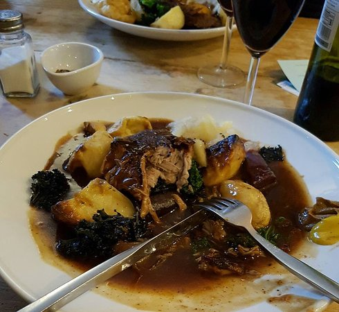 Horsley, UK: Roast Pork with amazing vegetables and excellent gravy... Yum