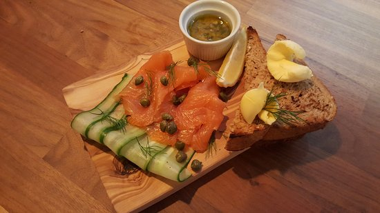 Maidenhead, UK: New smoked salmon starter!