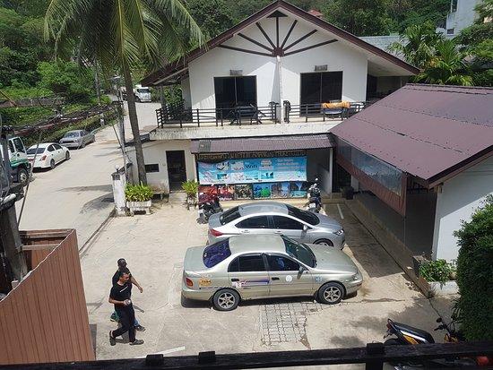 Bamboo Beach Hotel & Spa: la chambre avec vue sur parking, mais immense