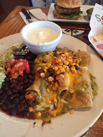 Crystal Lake, IL: Chicken Enchiladas that were great