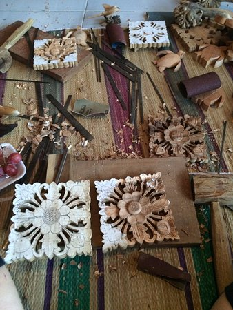wood carving - Picture of Merta Rauh Carving Lessons, Sanur