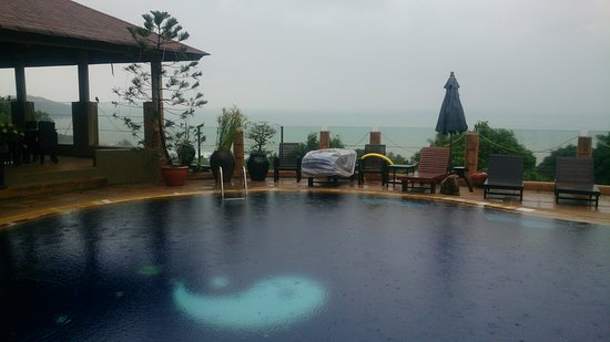 Chaweng Bay View Resort: Pretty good pool with great beach view