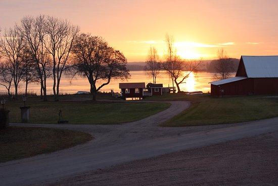 เอสกิลสตูนา, สวีเดน: Sorgere del sole a novembre