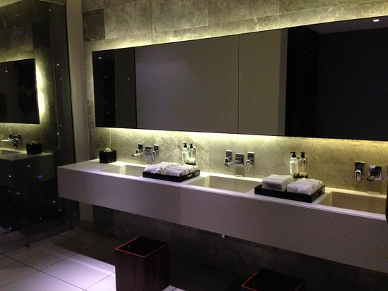 Southern Sun Hyde Park Sandton: Public bathroom #zenbiztravel