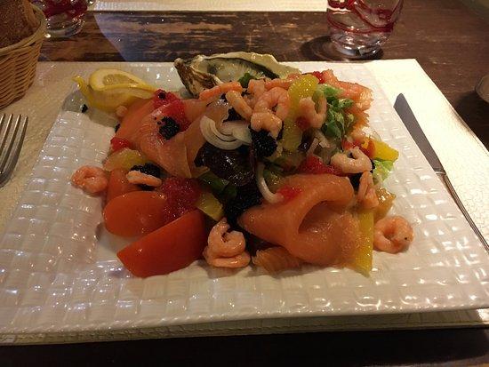 Lezignan-Corbieres, Frankrijk: 夕食、シーフードサラダ
