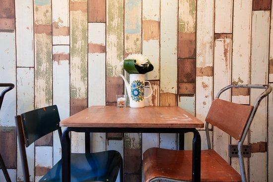 Бромсгроув, UK: dining table