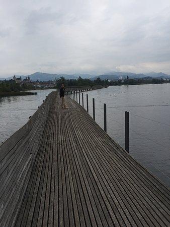 Hurden, Sveits: Voetgangersbrug naar Rapperswil