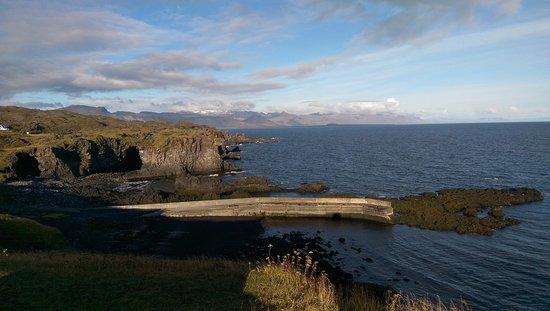 Husafell, Island: Hraunfossar en Barnafoss watervallen