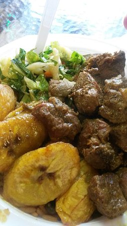 East Orange, Nueva Jersey: Curry Goat, Cabbage, and Plantain Meal