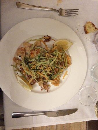 Cassano Magnago, İtalya: Gamberoni alla catalana, Fritto misto e Cheesecake.