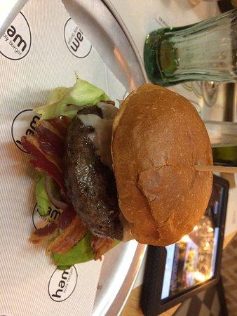 Serravalle Scrivia, อิตาลี: Hamburger molto buoni, servizio veloce e personale gentile. Ottima la possibilità di scegliere c