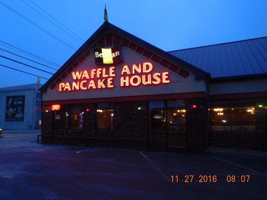 Belgian Waffle & Pancake House: Entrance
