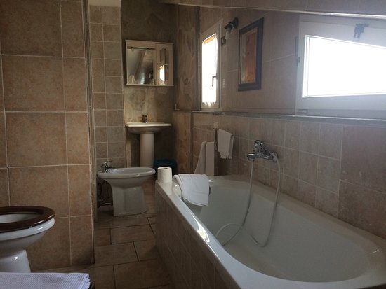 Sala bagno della mansarda foto di albergo agriturismo le querce