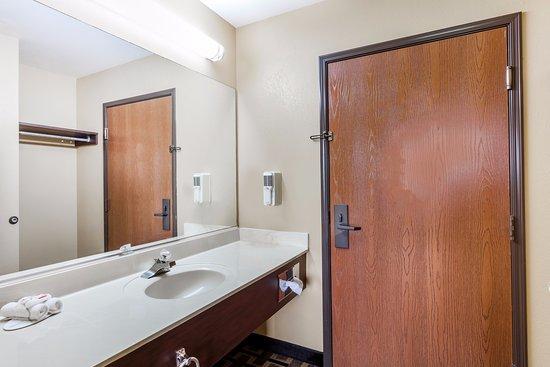 Eddyville, KY: Standard Bathroom