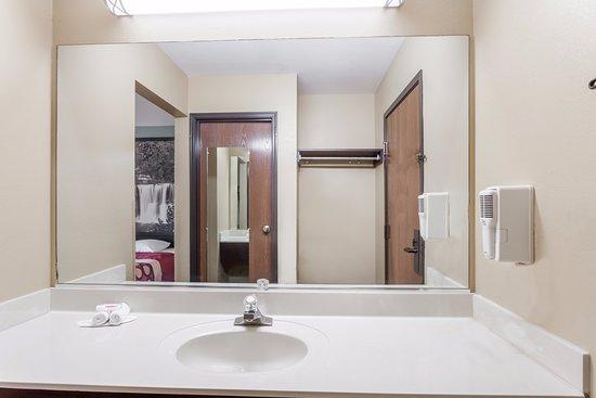 Eddyville, Кентукки: Standard Bathroom