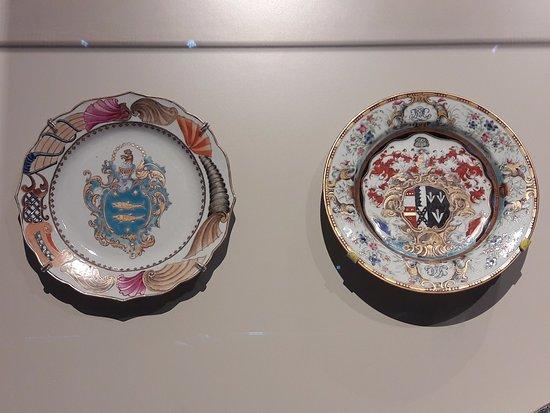 Museum der Asiatischen Zivilisationen: Plate with Coat of Arms. China Porcelain. 1740
