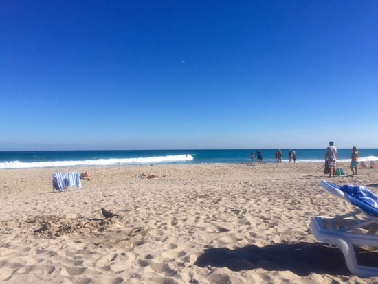 Singer Island, Floryda: hanging out on the beach! perfect blue skies!