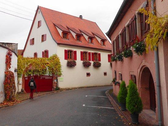 Pfaffenheim, France : En plein cœur du village