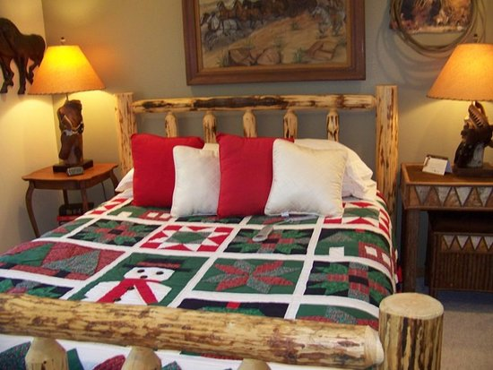 Elk Ridge Bed & Breakfast: We are all modestly decked out for Christmas