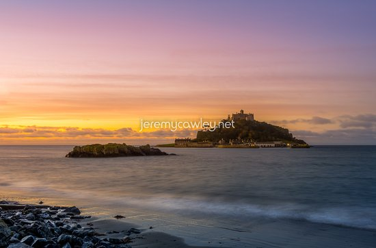 Marazion, UK: Beautiful Sunrise with the cold water at St Michael's Mount - Penzance, Cornwall