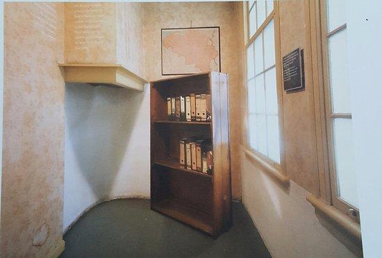 maquette van het voor en achterhuis   Picture of Anne Frank House, Amsterdam   TripAdvisor