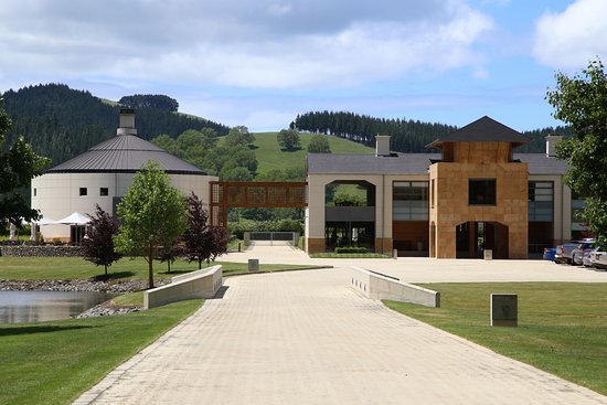 Havelock North, New Zealand: Entrance driveway with Terroir restaurant (LHS) and winery (RHS)