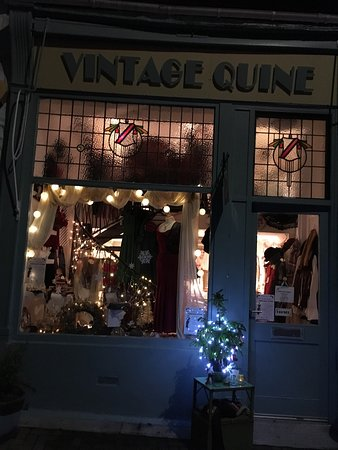 Falkland, UK: Christmas Shopping Event Thursday 15 th December 5 pm till 8 pm .Lots of affordable vintage insp