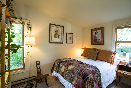 Euclid House Bed and Breakfast: The Cozy Alcove