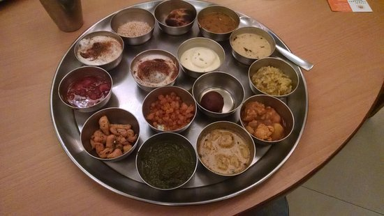 r royal rajasthan unlimited weekend thali
