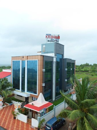 Krishna Sea View Deluxe: Located just 1 km away from the Ganpatipule Temple, We offer comfortable sea facing rooms and fe