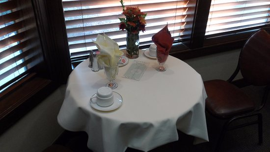 Lamp Liter Inn: Seating for two...
