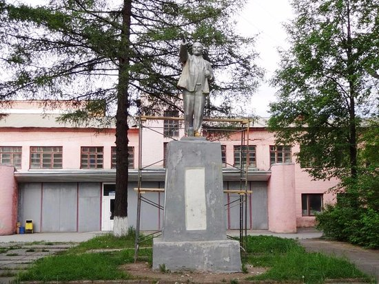 Pervouralsk, Russia: памятник Ленину в парке