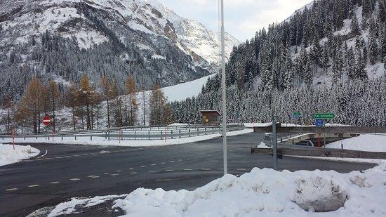 San Bernardino, Szwajcaria: Dall'entrata del locale