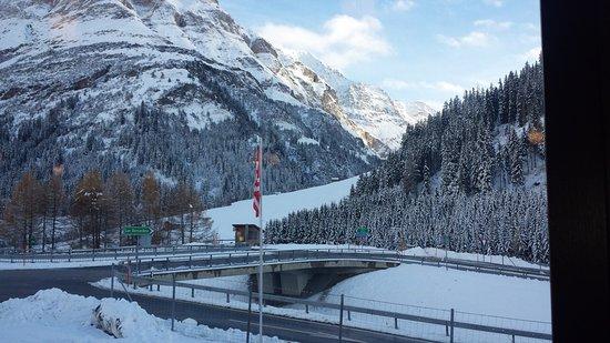 San Bernardino, Szwajcaria: Dai finestroni panoramici del ristorante