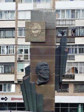 Стела с портретом Якова Свердлова и орденом Ленина