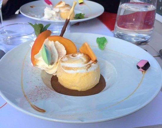 Мез, Франция: Dessertissu de la formule du midi, comprenant également un verre de vin et un plat