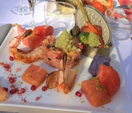 Мез, Франция: Salade issu de la formule du midi, comprenant également un verre de vin et un dessert