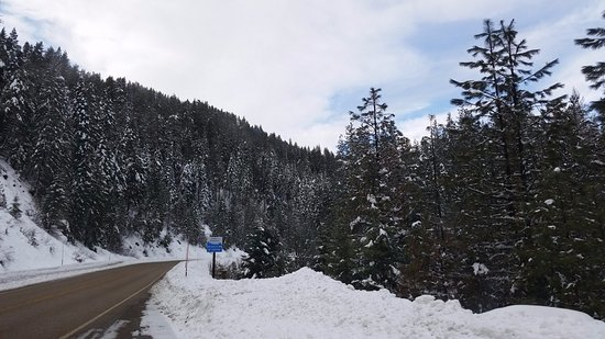 Cascade, ID: Our County Hwy dept wait all year to play in the snow!  Excellent road clearing on Hwy 55.