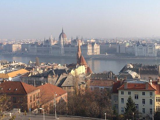 Lignan-De-Bordeaux, France: Budapest, Hungary