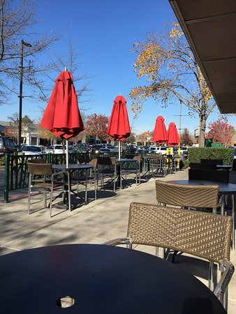 A great place to eat outdoors, which is within walking distance of the Davis Sutter hospital. A